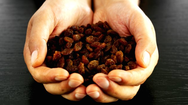 raisins-for-skincare